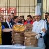 Trabalhadores protestam contra Pizzaria Ráscal e Grupo Viena
