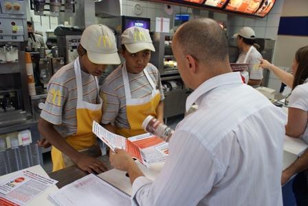 Sinthoresp firma acordo com o McDonald´s para o pagamento da PLR aos trabalhadores