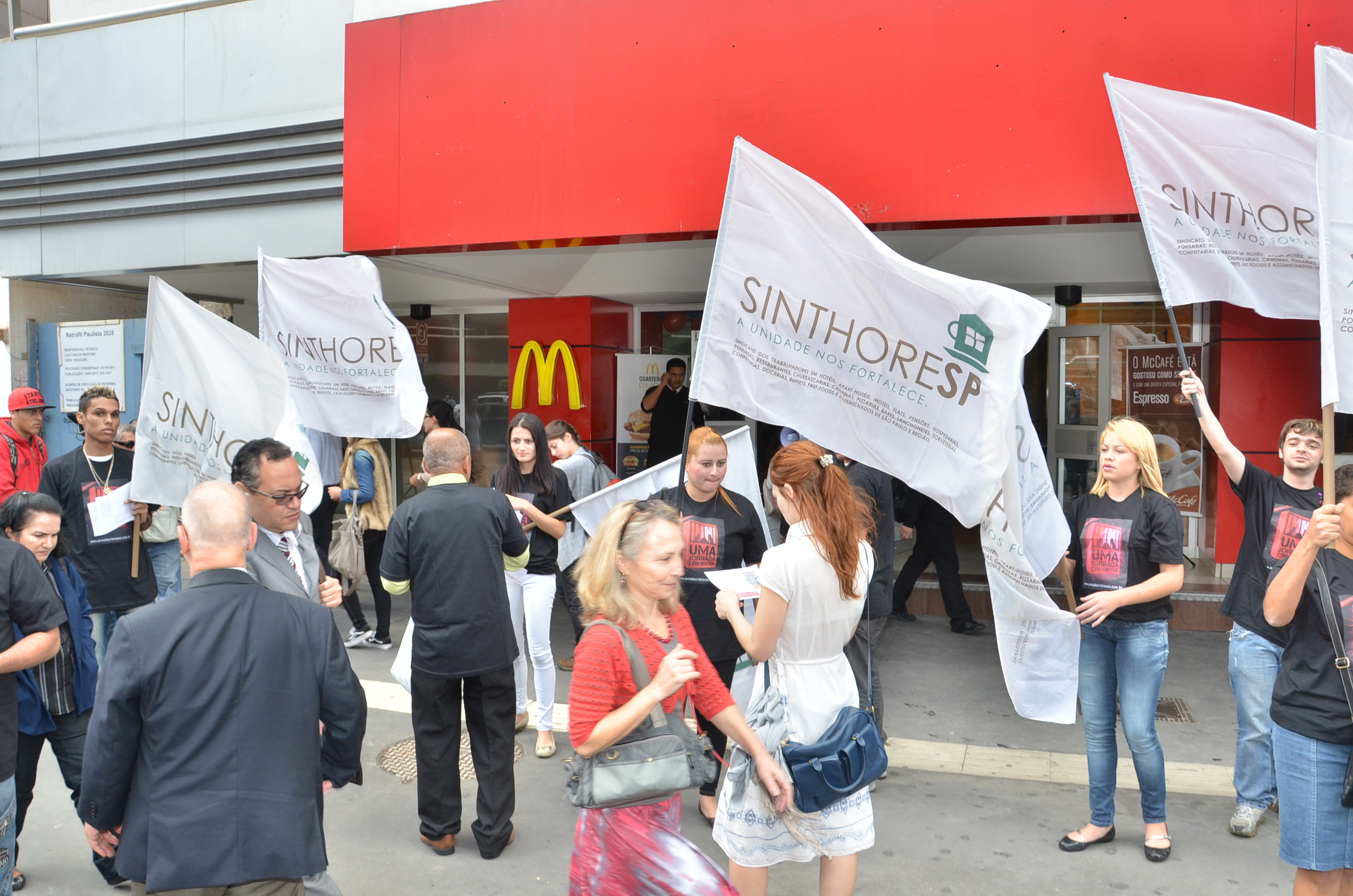Sinthoresp participa de manifestação global contra a exploração de mão de obra no McDonald's