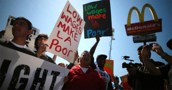Funcionários de redes de fast food fazem greve nos EUA
